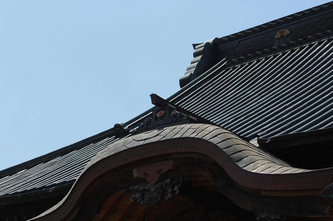 善念寺本堂の屋根